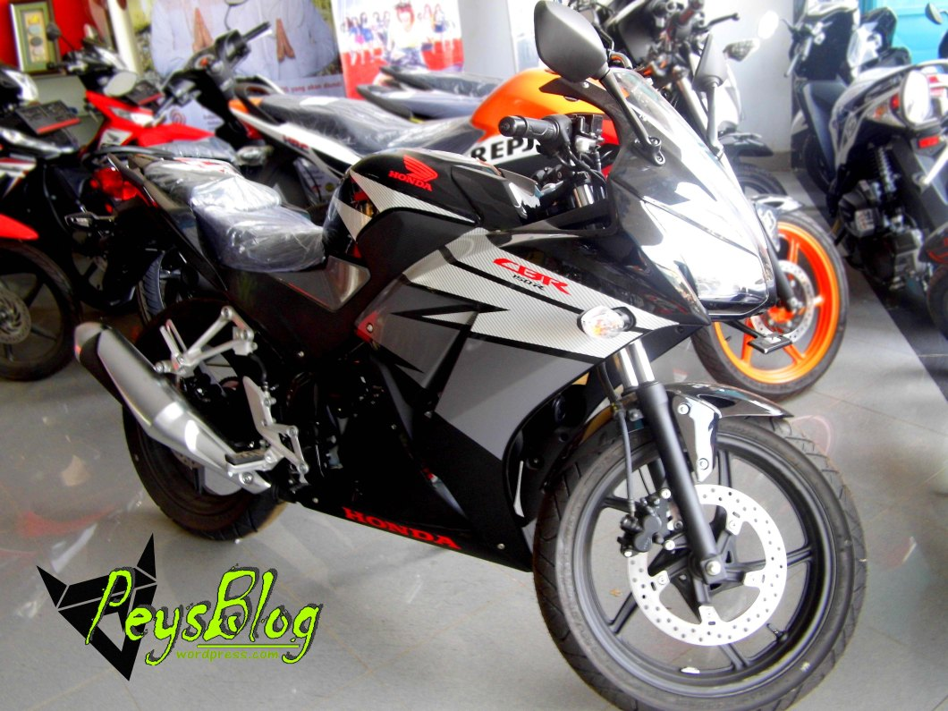 Modifikasi Motor Cbr150r Warna Hitam Putih All New Cbr 150r Slick Black White Jakarta 103 Honda