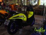 scoopy yellow