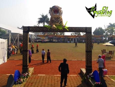 gerbang lapangan