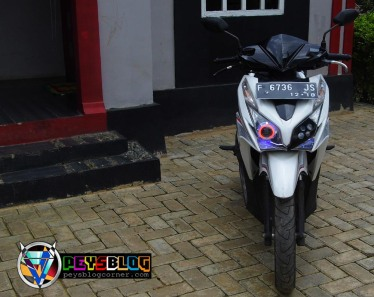 Modifikasi Vario 125 Putih 2